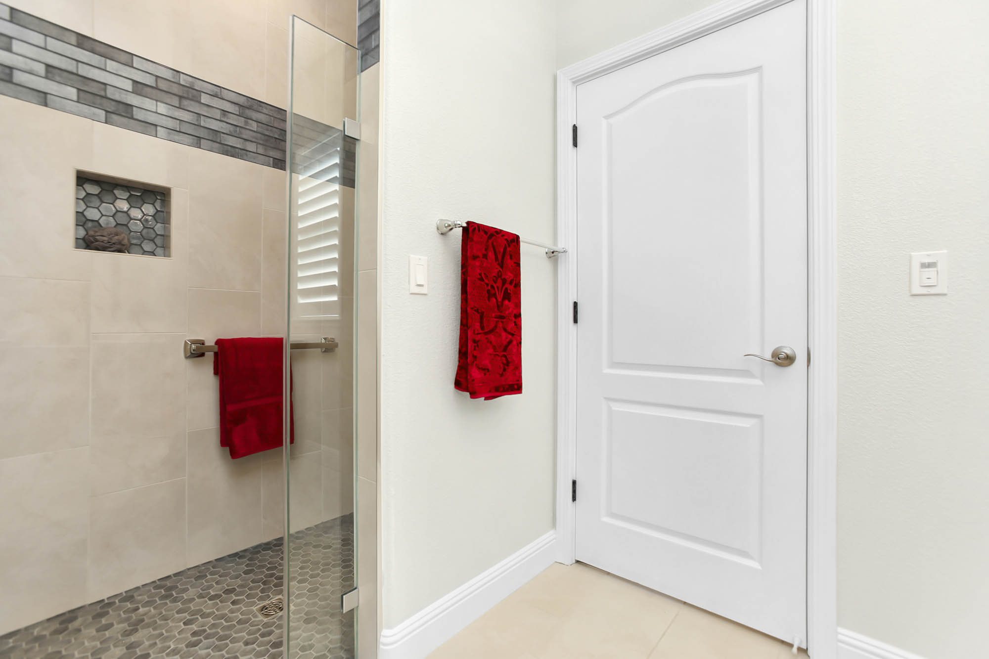 Fully accessible shower