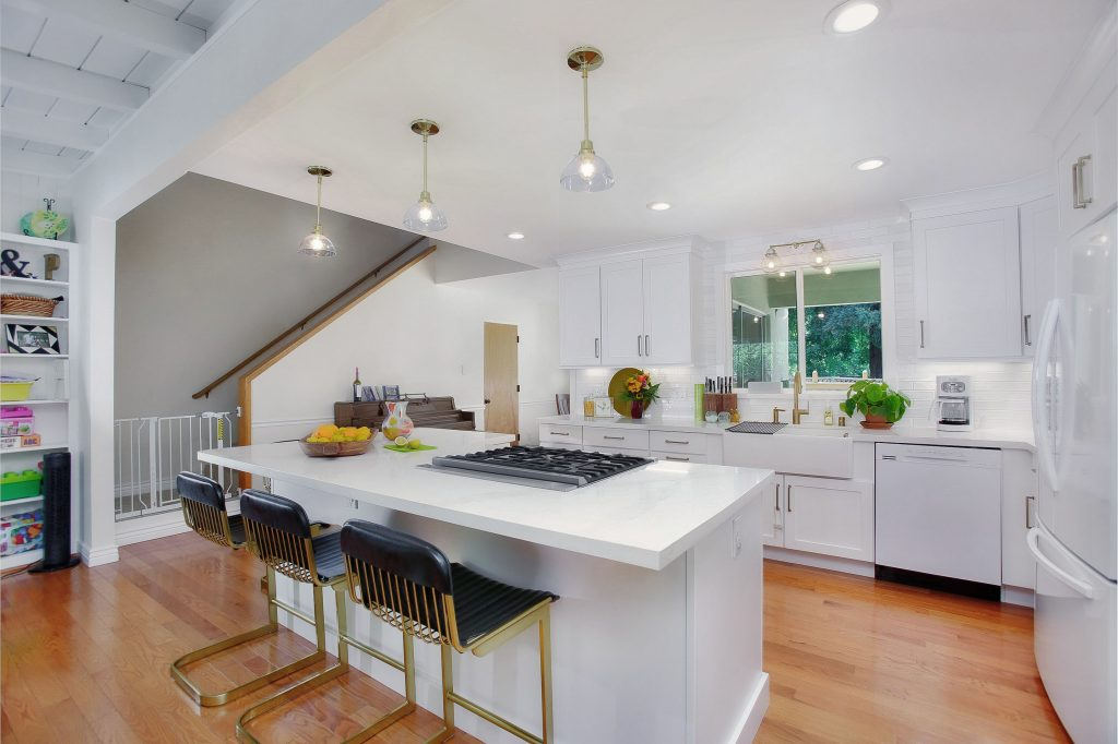 Modernizing a kitchen and living room 7