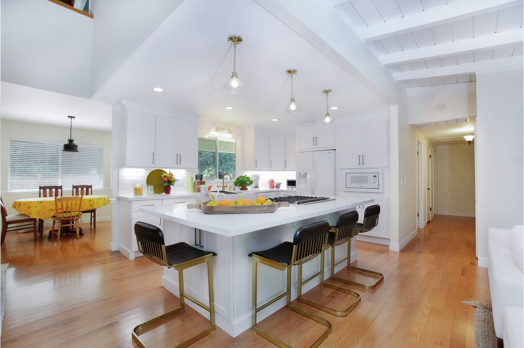 Modernizing a kitchen and living room 8